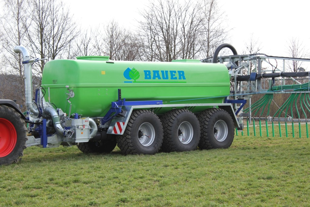BAUER Poly-tankers